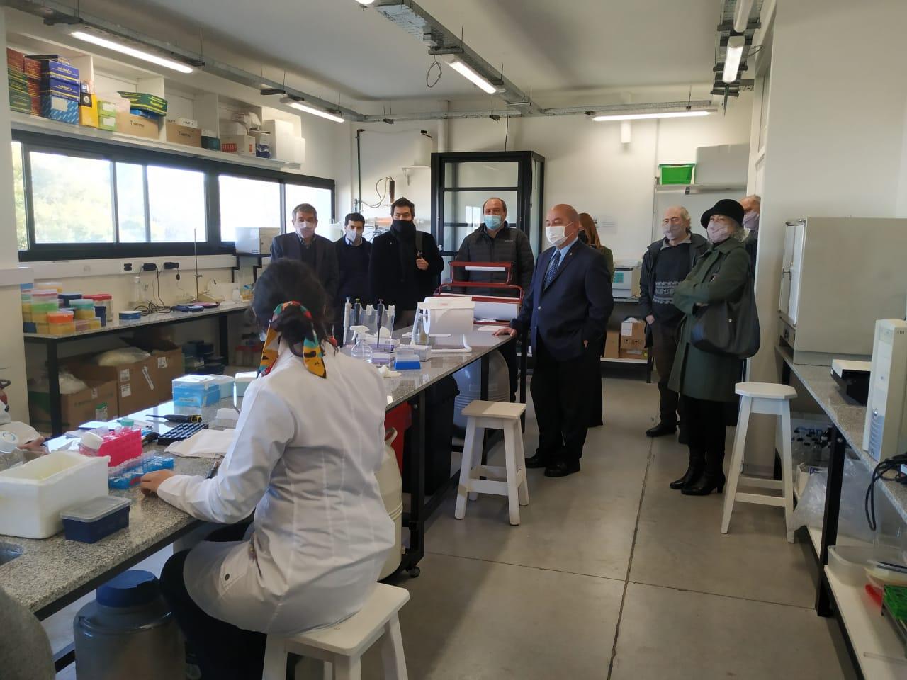 Read more about the article Naón recorrió los laboratorios donde se desarrolla una de las vacunas argentinas contra el COVID-19